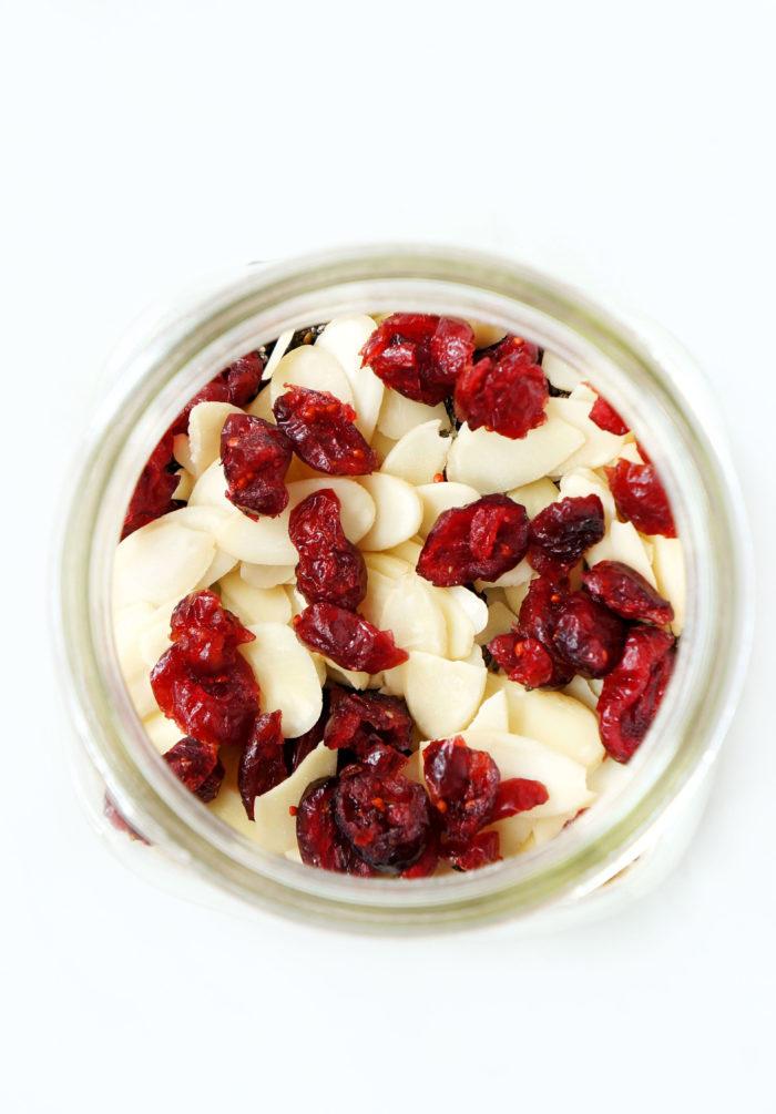 DIY Cranberry Almond Mason Jar Overnight Oats