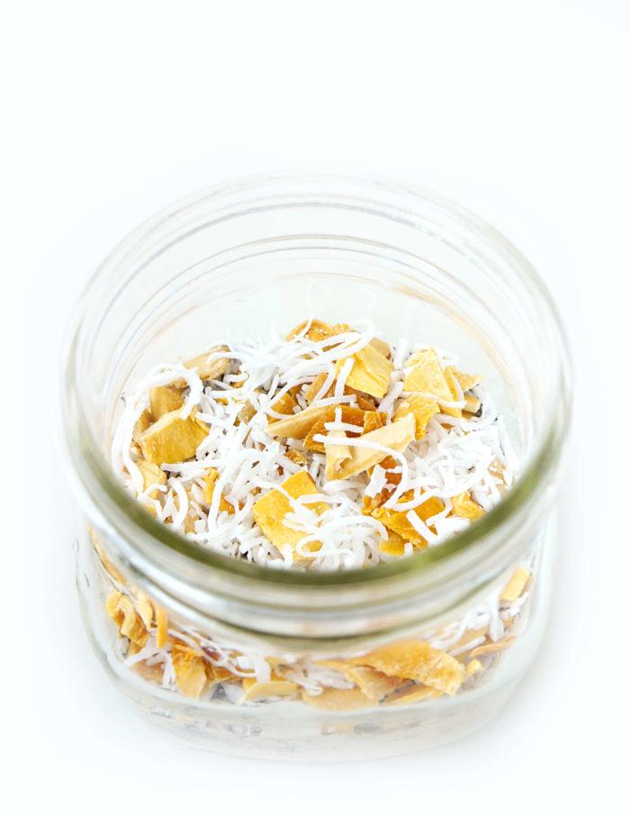 DIY Pina Colada Mason Jar Overnight Oats