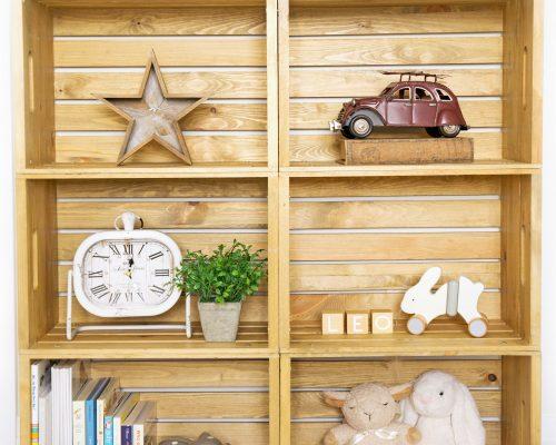 DIY Wooden Crate Shelf