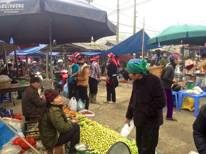 Xa Quyet Tien Market with a few Red Dao women in the back ground