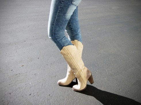 An Dyer in Mia Limited Edition Bounty Boots