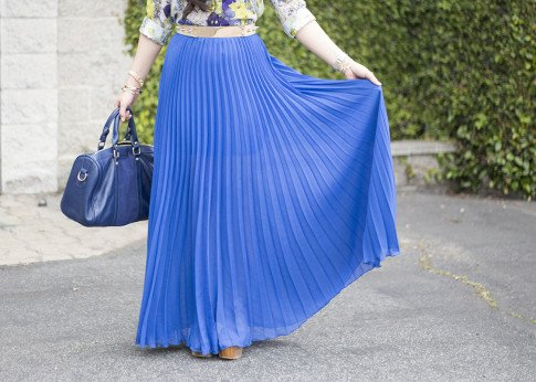 An Dyer wearing Bebe Pleated Maxi Skirt in Cobalt blue, Sole Society Kaylin Navy Bag, Zara Blue Floral Blouse, Asos Studded Plate Belt