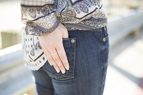 An Dyer wearing Fidelity Denim Girlfriend Jeans in River Blue and Violet Fly Delicate Thin Gold Rings