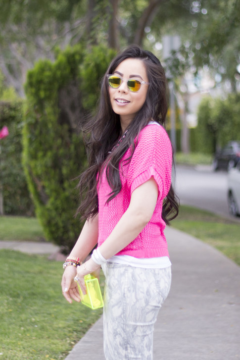 An Dyer wearing Bleulab Marble Tie Dye Jeans, jewelmint Shadow Link Necklace, Zara Neon Yellow Box Clutch, Rainbow Mirrored Sunglasses