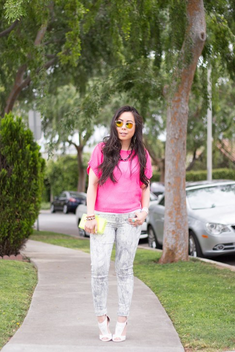 An Dyer wearing Bleulab Marble Tie Dye Jeans, shoedazzle mckinley, jewelmint Shadow Link Necklace, Zara Neon Yellow Box Clutch