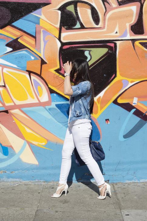 An Dyer wearing True Religion Brooklyn Flap Pocket White Skinny Jeans, Michael Stars  Blouson Hem Peasant Top, ShoeDazzle McKinley, StyleMint Manor Tie Dye Denim Jacket, SoleSociety Kaylin Navy Bag in San Francisco Haight Street Style