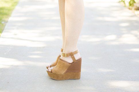 An Dyer wearing Sole Society Daniella Wedges in Whiskey