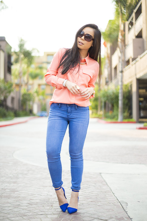 An Dyer wearing JustFab Monroe Pumps and Rock & Republic Kashmiere Skinny Jeans, Apt 9 Solid Crepe Blouse, rectangle sunglasses