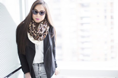 Chic Travel Outfit Idea