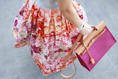 An Dyer wearing twirling in pink orange floral ombre midi skirt chicwish