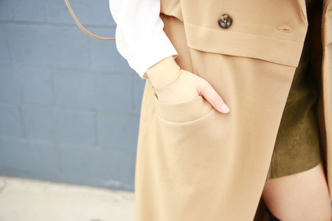 An Dyer wearing Mejuri Curve bracelet with duster