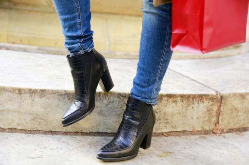 An Dyer wearing JustFab Marais Boots