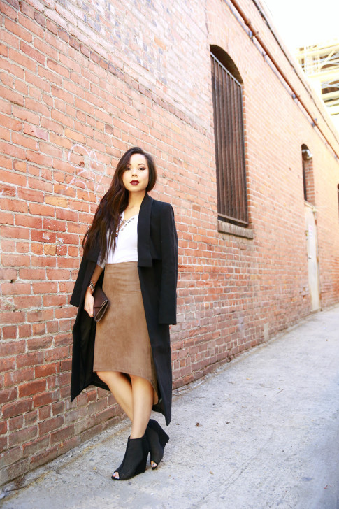 An Dyer wearing Cuyana clutch, Ro&DeNoir SIENNA COAT & Level 99 Tan Suede Skirt, ShoeDazzle