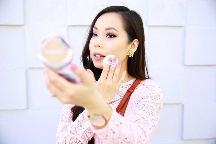 An Dyer wearing Loreal Paris Lumi Cushion Foundation