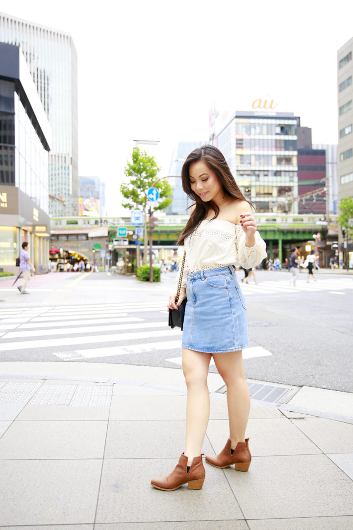 an-dyer-wearing-glam-top-with-denim-skirt