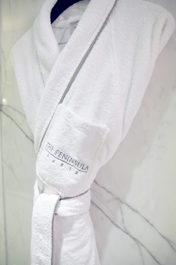 peninsula-paris-spa-robe