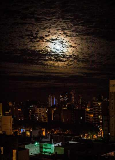 The night of the Super Moon in Rosario.