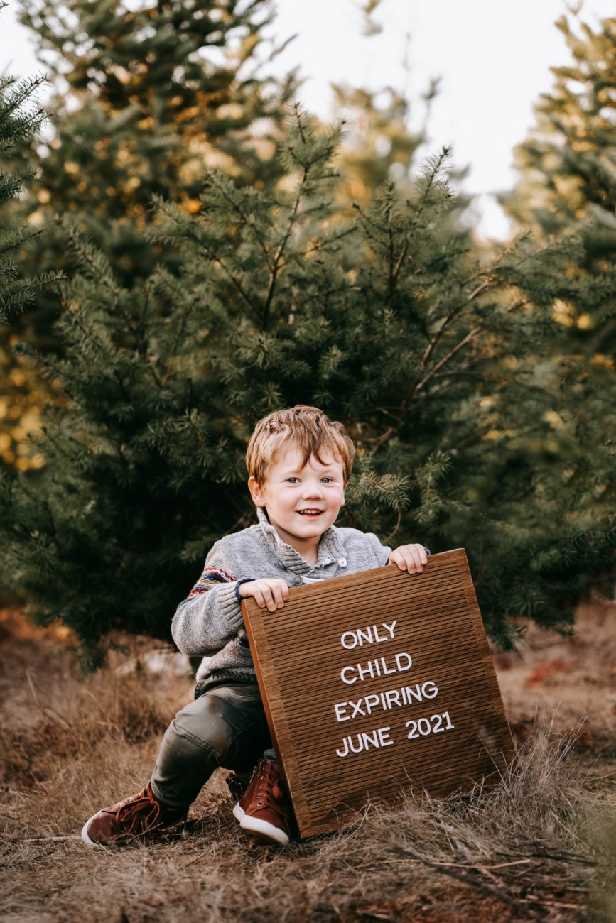 A very merry surprise, Mason is going to be a big brother!! Sharing our pregnancy announcement photos as well as giving ideas for other expecting parents. #babyannouncement #pregnancyannouncement #bigbrother #babyontheway