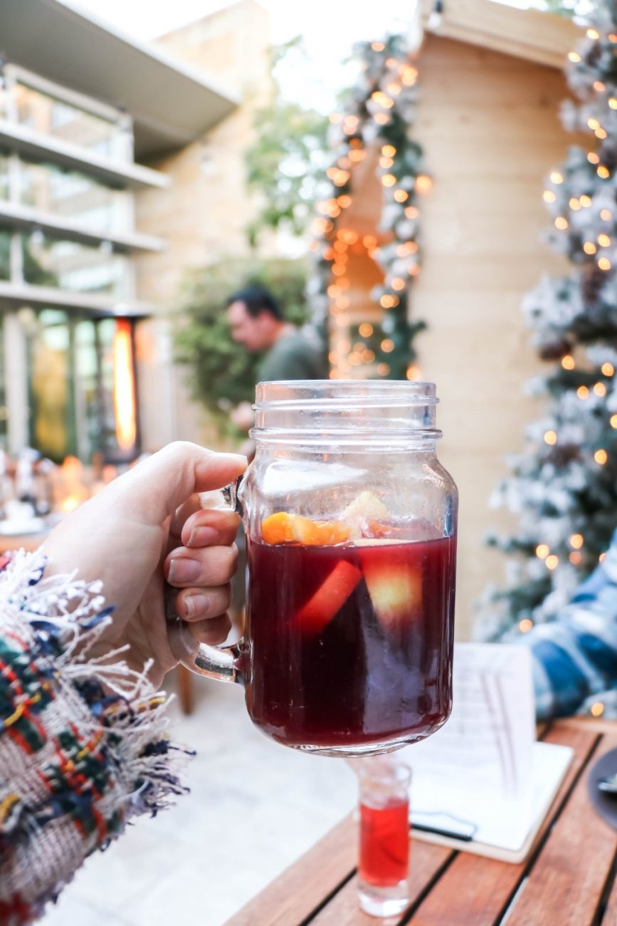 Mulled wine and a very good time at the launch of Quattro byFour Seasons Palo Alto's winter dining experience, Apres Ski! #mulledwine #skiseason #winterwonderland #quattro #fourseasonspaloalto #apresbyfs