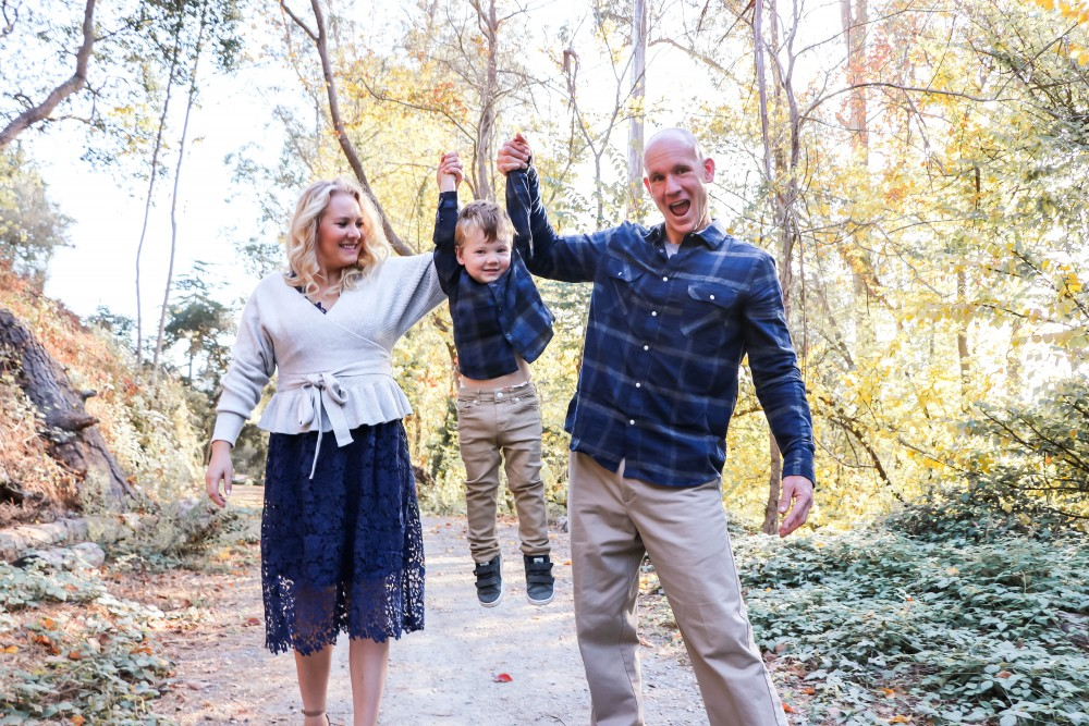 Happy Thanksgiving! It's also my 35th birthday so I'm sharing 35 things I am thankful for today on HNW! Click on over to give it a read, say happy birthday, and/or share something you're grateful for! #thanksgiving #grateful #familyphotos #holidaycardphotos #coordinatingfamilyoutfits