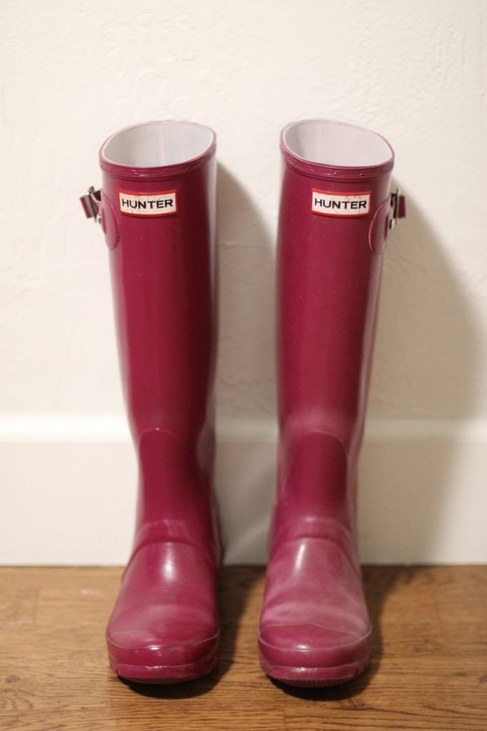 How to get your hunter boots looking new again-hunter boots-rubber boots buffer-diy-rubber boots shiner 4