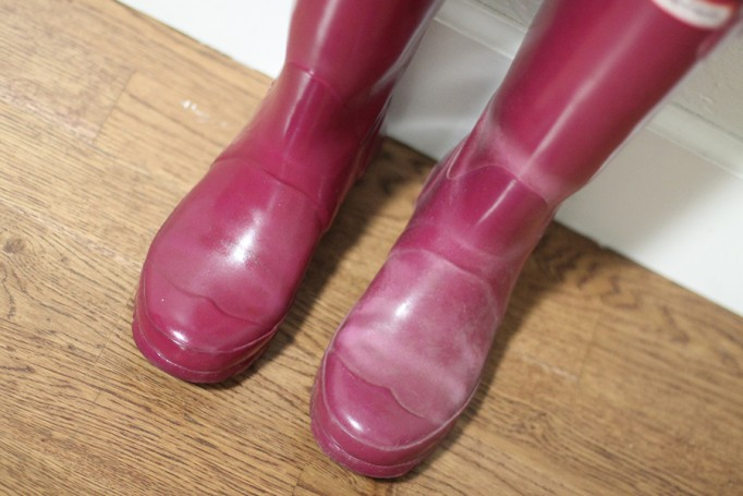 How to get your hunter boots looking new again-hunter boots-rubber boots buffer-diy-rubber boots shiner 5