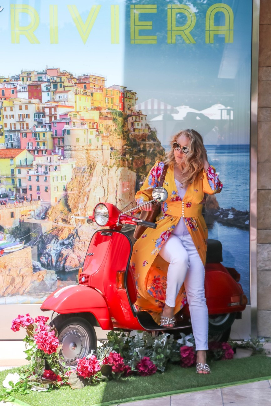 How to dress for the Italian Riviera. Fashion and styling tips for wearing a floral duster more than one way while on vacation. Head to the blog to check out the post plus get my outfit details and current on trend pieces for your next Italian Riviera vacation. #italianriviera #vacationstyle #italianrivieraoutfit #italianrivierafashion #summerstyle #summeroutfitinspiration