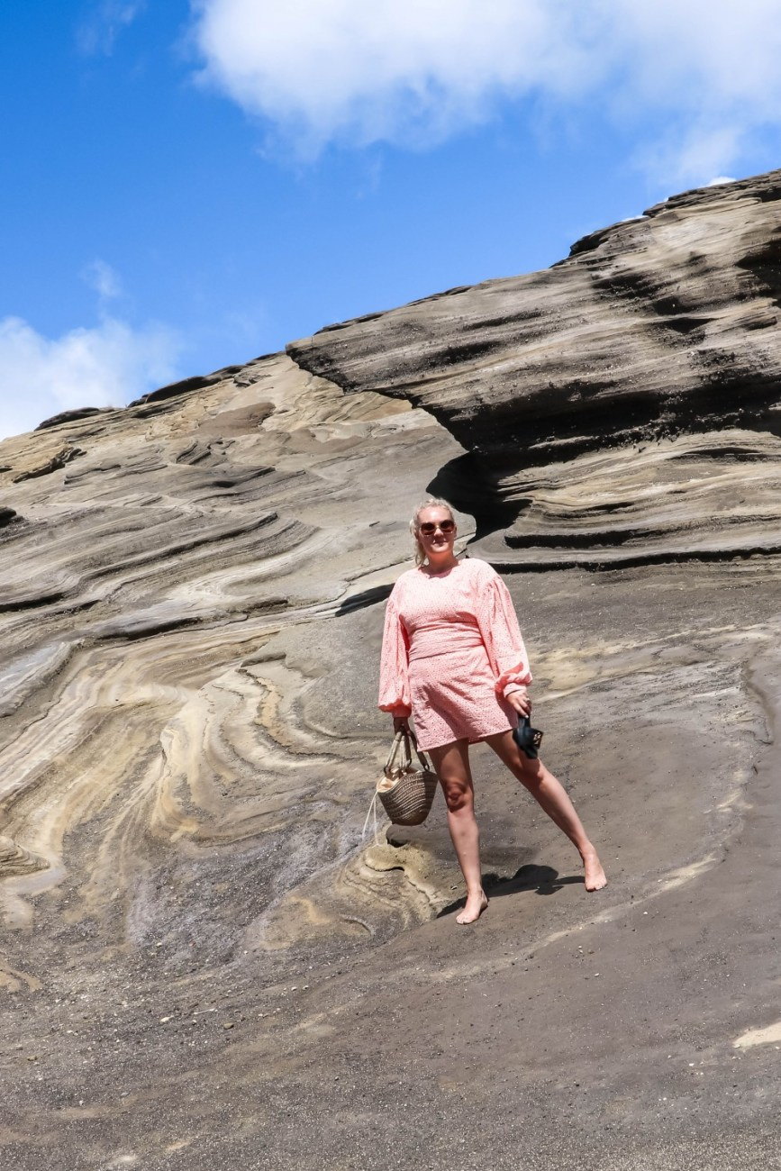 Today on Have Need Want I'm taking you to Lanai Lookout, Oahu's hidden gem. Click on over to the post to check it out and get details on my C/MEO Collective eyelet balloon sleeve dress. #Lanailookout #oahuhawaii #cmeocollective #eyeletdress #balloonsleevedress #vacationstyle