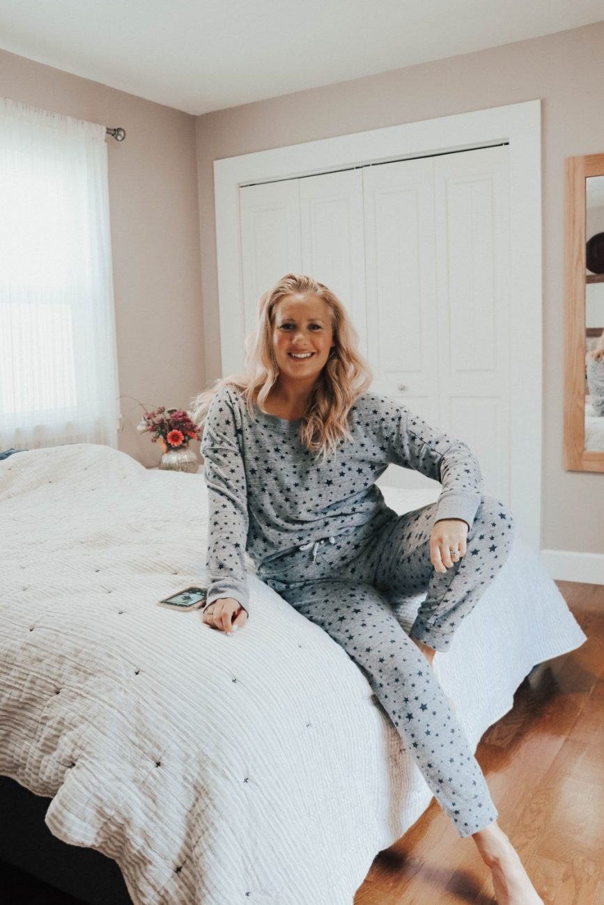 Loungewear brands I'm loving and living in during quarantine. #loungewear #loungewearbrands #cozyathome #cozyclothes