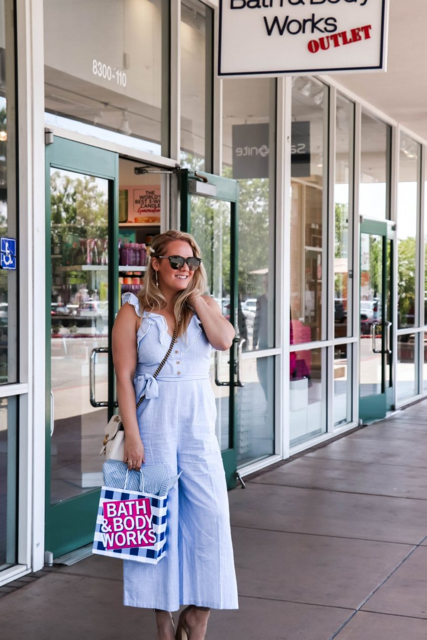 Get all your Mother's Day shopping done at the Gilroy Premium Outlets! Head over to the blog to check out my top retailers to shop at the outlets for Mother's Day gifts. #mothersdaygifts #mothersday #giftguide #outletshopping #simonmalls #simonpremiumoutlets