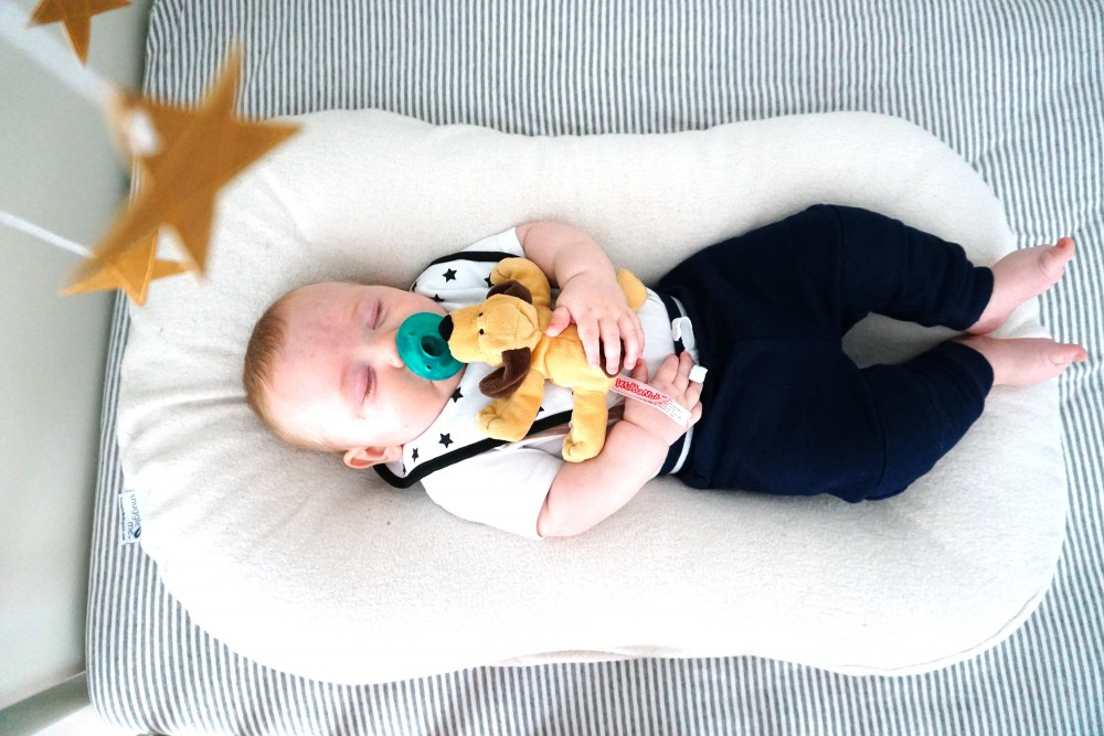 Snuggle Me Organic Lounger, Cosleeping with Baby, Best Baby Lounger, Motherhood, Sleeping Tips and Tricks for New Moms, Newborn Sleeping Tips