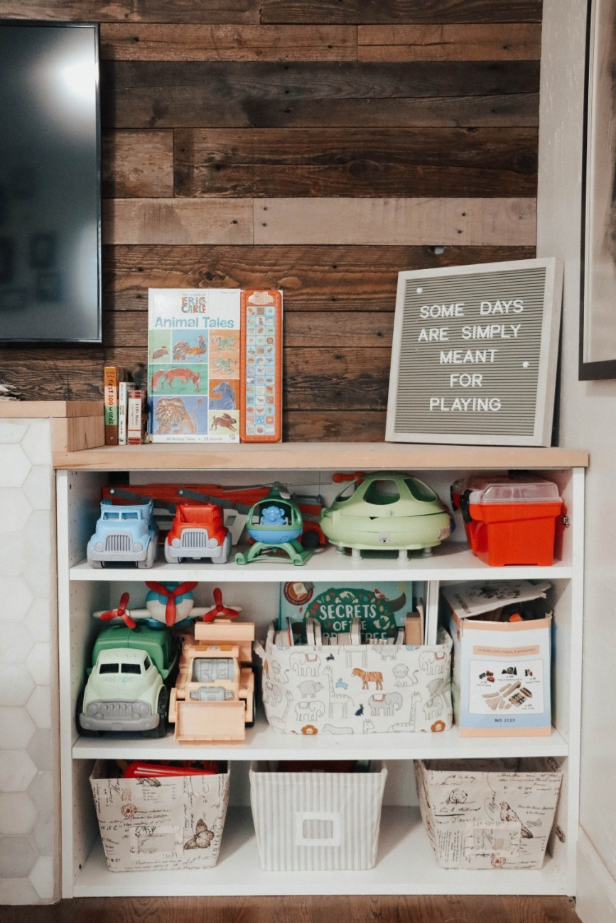 I love using canvas storage bins to keep toys organized together and minimize the look of clutter. Today on HNW I'm sharing my top 20 storage solutions to keep your home clean and tidy! #springcleaning #homeorganization #drawerorganizers #tidyhome