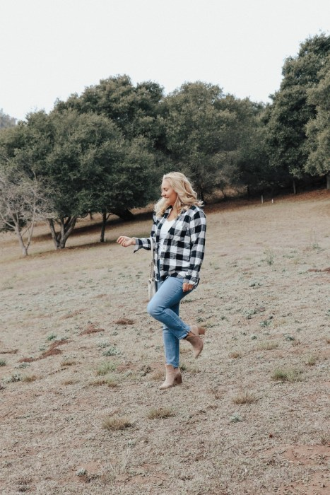 Sharing two ways to wear a buffalo plaid shirt on the blog! Head to the post to check out the other look. #falloutfitideas #thanksgivingoutfit #buffaloplaid #buffalocheck