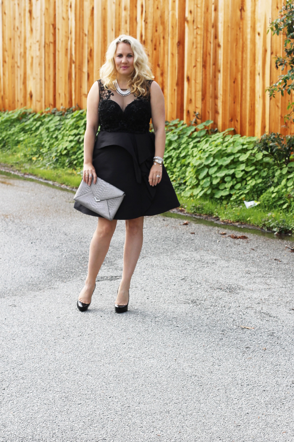 warmest-wishes-this-holiday-season-have-need-want-holiday-style-lbd-outfit-inspiration-6