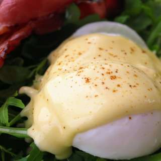 Poached eggs and hollandaise sauce