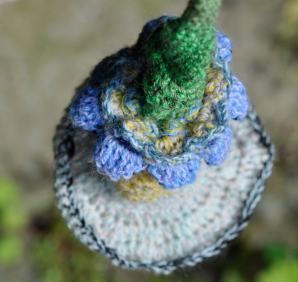 Blomst hæklet i merino uld