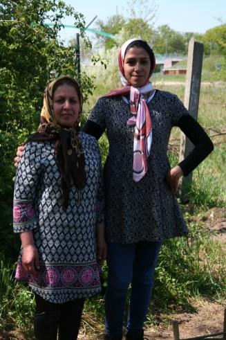 6. es dauerte ein Weilchen, bis sich die Flüchtlingsfrauen in den Garten trauten