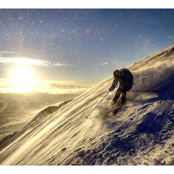 Fant snø. 1h 20min kjøring fra Trondheim. Tre runder i topphenget ga 1300 høydemeter totalt. Med @fl0wjo, @multiadventures, @bergerola og @oddisw.