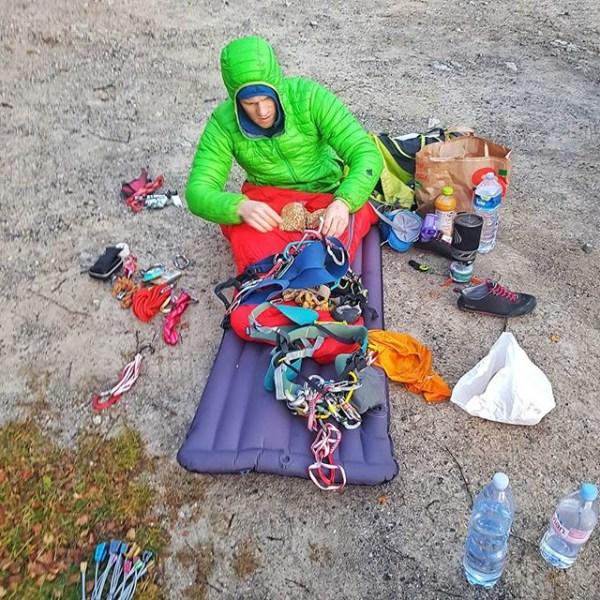 Bak kulissene er ikke alltid (long) weekend dirtbag-livet så idyllisk som alle skal ha det til. Foto: Eirik.