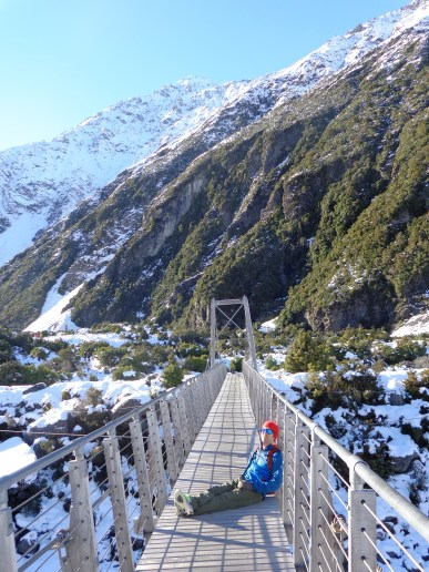 hooker-valley-track-jo-suspension-bridge
