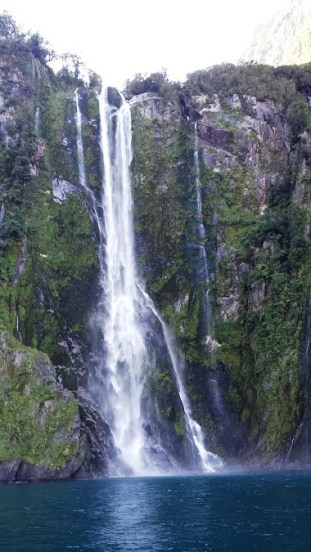 milford-sound-waterfall-3