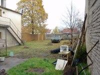 Zahrada je už částečně vypleněná