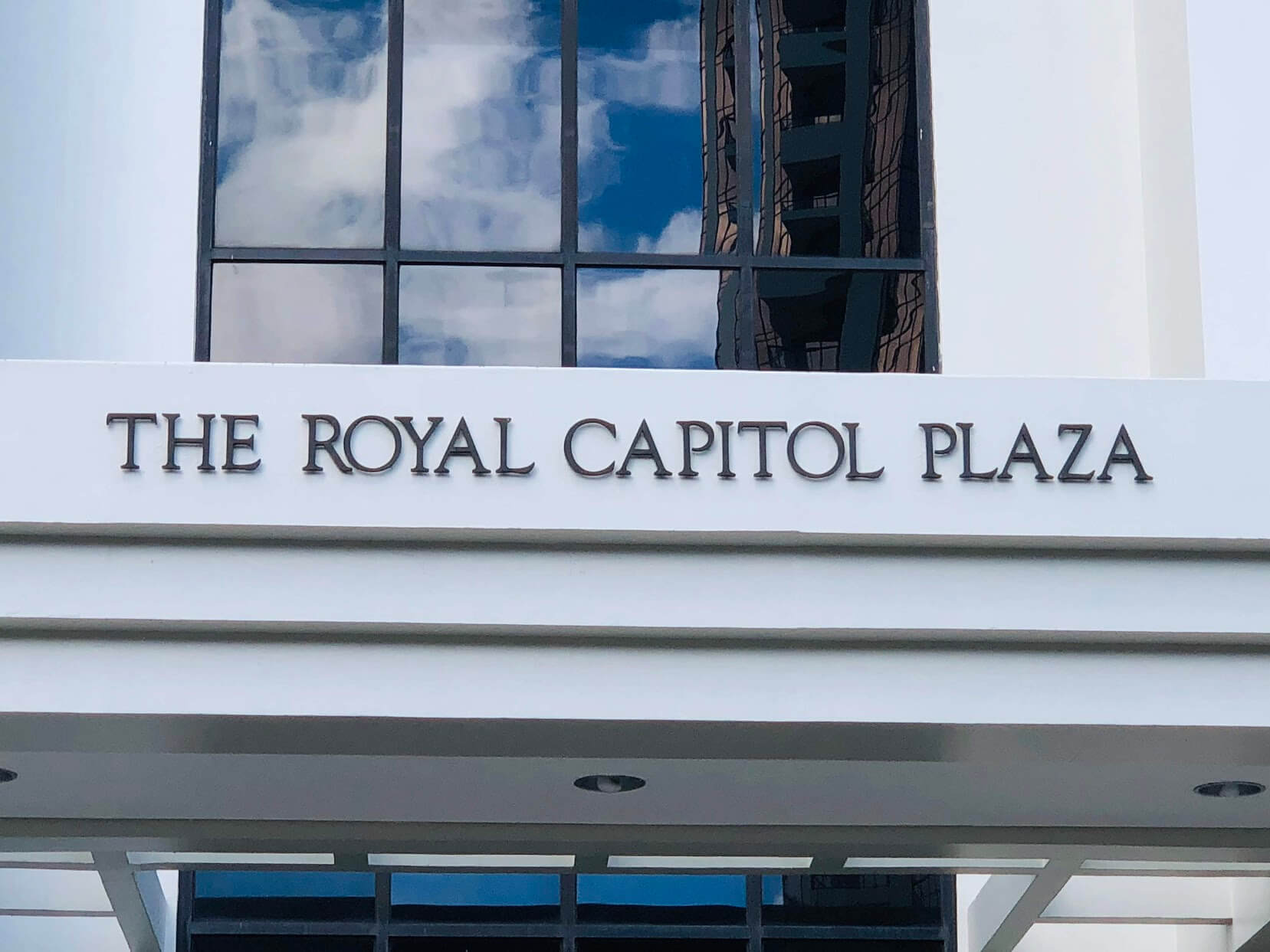 The Royal Capitol Plazaの看板