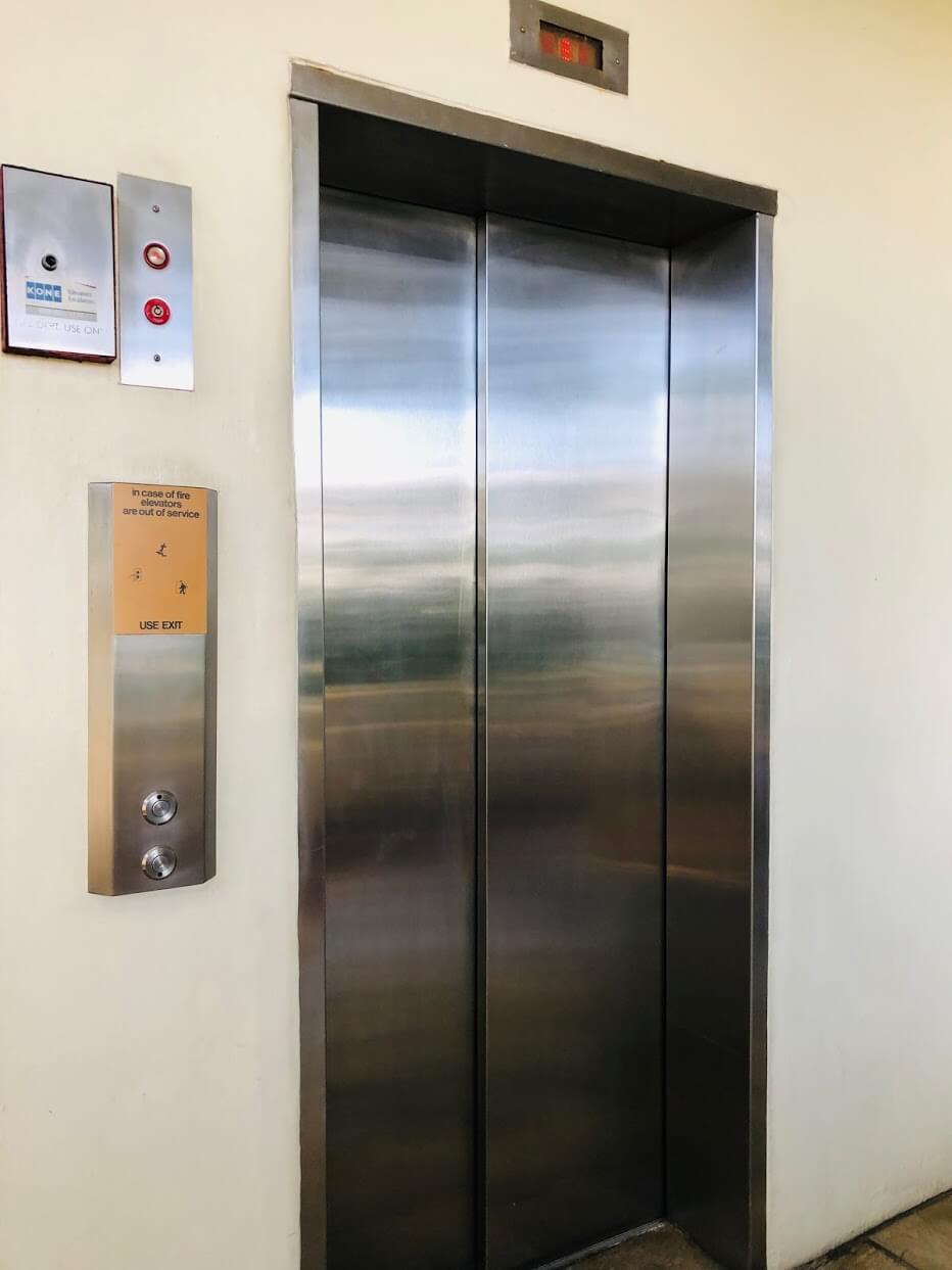 Castle Surf Apartments 2937のエレベーター