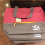 ホールフーズの最新エコバックは、こちらです!!保冷用で9.99ドル (更新)色違いのホールフーズ赤エコバッグをご紹介!