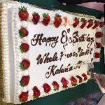 カハラモールのホールフーズが8周年です。10AM&4PMに無料バースデーケーキ食べれるよ。
