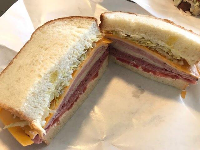 マッカリーの美味しいサンドイッチ「Machete's Mean Sandwiches」