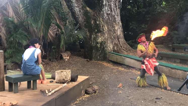 Luau Feuertanz Show Hawaii mit Betty Goes Hawaii