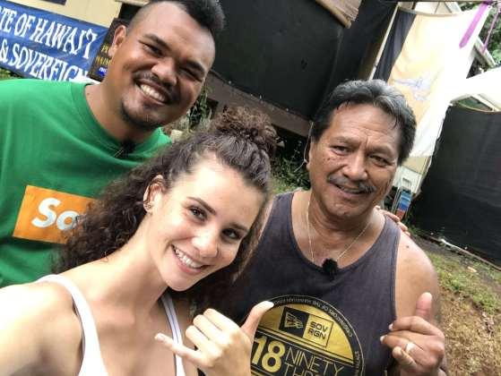 Betty Taube mit Bumpy & Brandon von der Nation of Hawaii