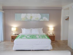 Hilo Naniloa Hotel Ocean front suite